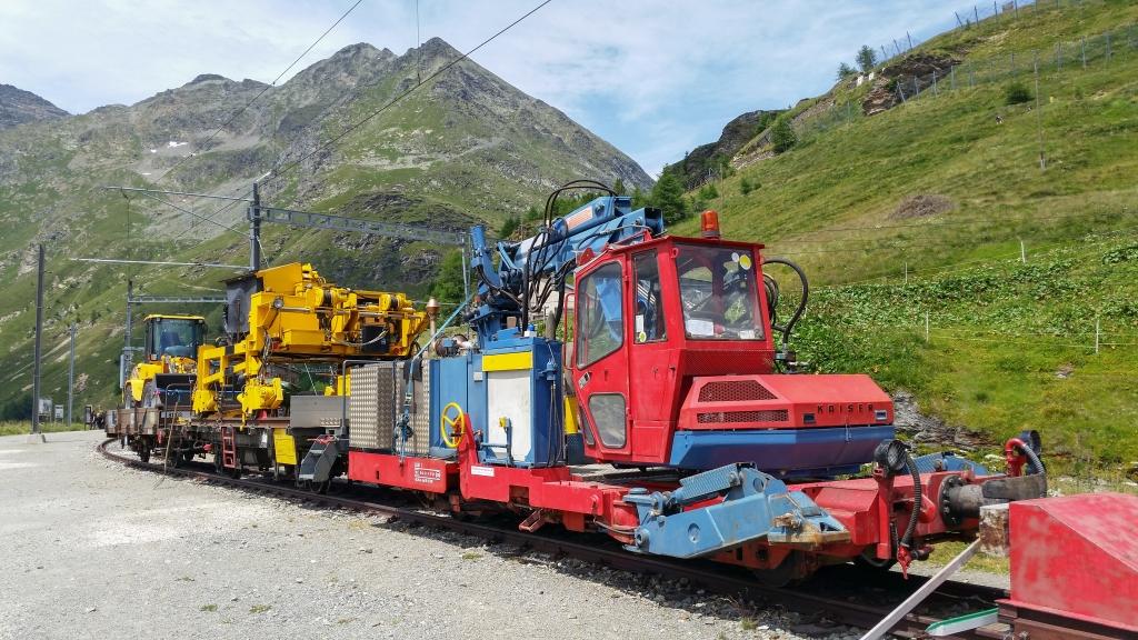 Bauzug auf Alp Grüm